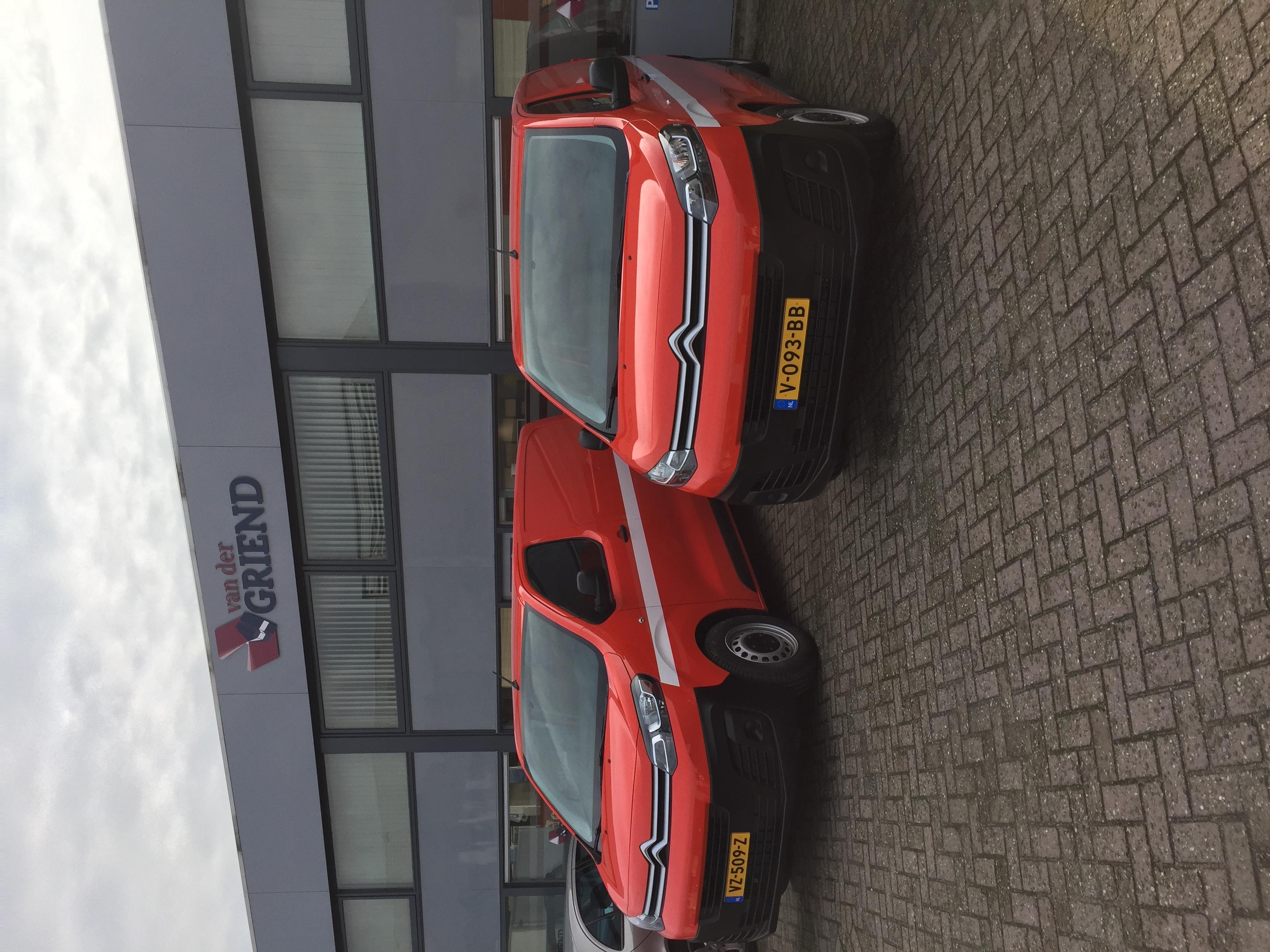 Kok Lexmond neemt nieuwe bedrijfswagens in gebruik